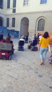 Promenade en scooters électriques dans l'Hôtel Dieu