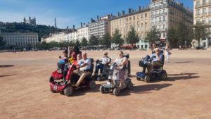 Promenade en scooters électriques place Bellecour