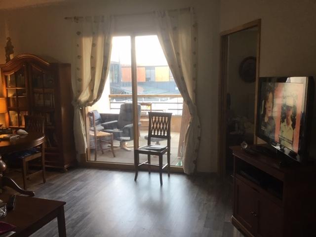 Les Girondines - Couloir et portes des appartements